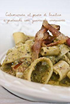 Ingredienti e dosi per 4 persone     320 g di Calamarata   65 g di pistacchi di Bronte   una bella manciata di foglie di basilico f...