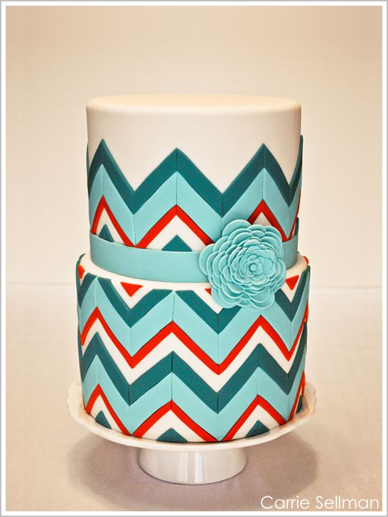 I love the combination of colors and how the cake just looks soo - unedible. Hahahahaha jk    #weddingcakes #teal