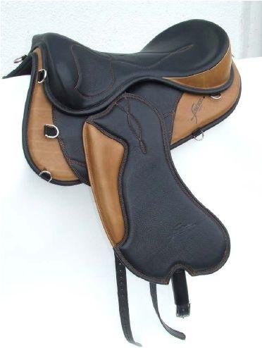 FREEFORM ATTITUDE Ref. Code : FRE B ATT = saddle base FREST10 = Attitude seat with poleys FRE AC 124= Calfskin soft padded fender with biothane stirrup leathers.