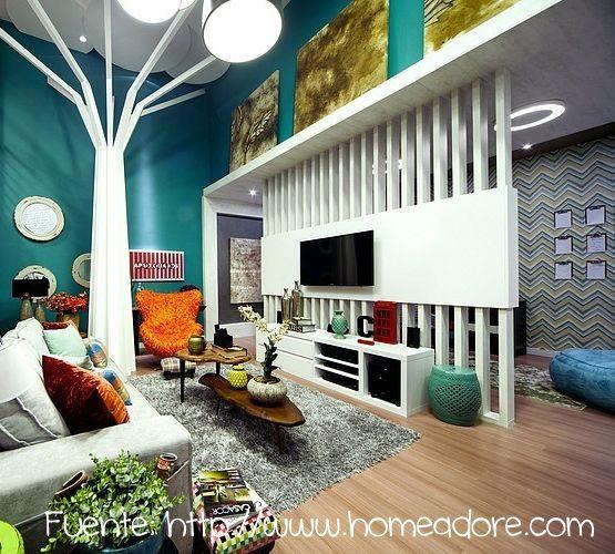 Paralelas verticales para dividir este living colorido de la sala posterior.