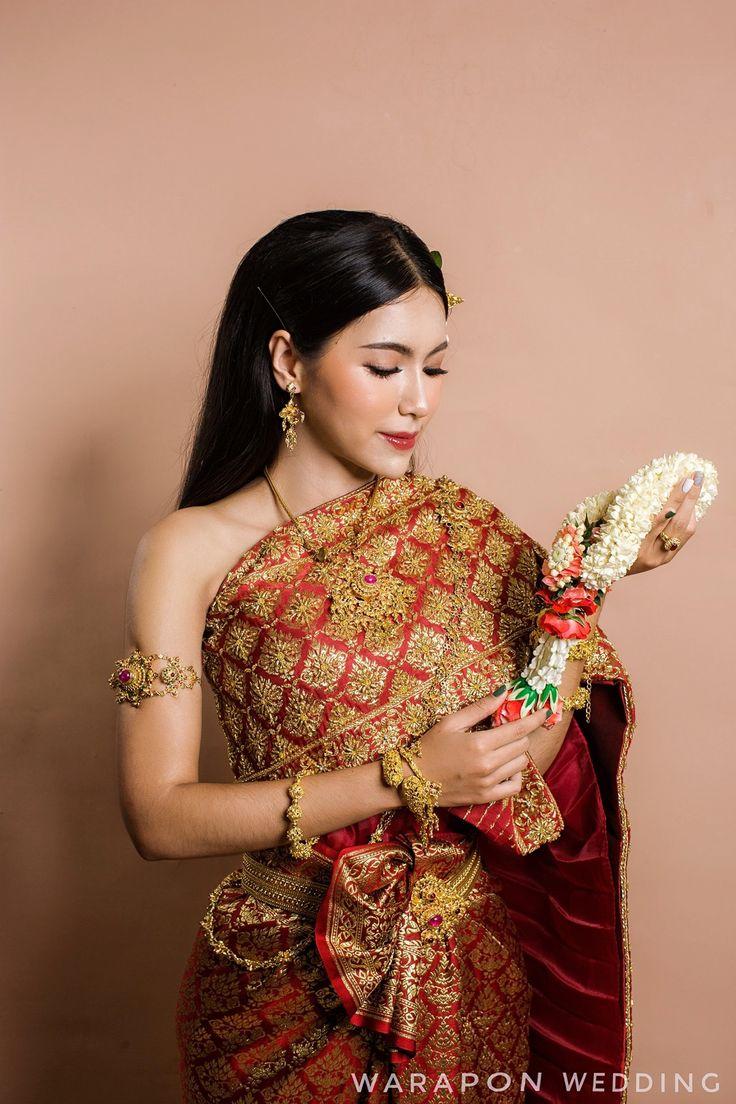ปักพินโดย Nootty ใน Thai Dress | เสื้อผ้าผู้หญิง, ผ้าไหม