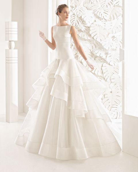 Lasciati sorprendere dalla collezione Rosa Clará 2017: simmetria e contrasti perfetti nei suoi abiti da sposa Image: 25