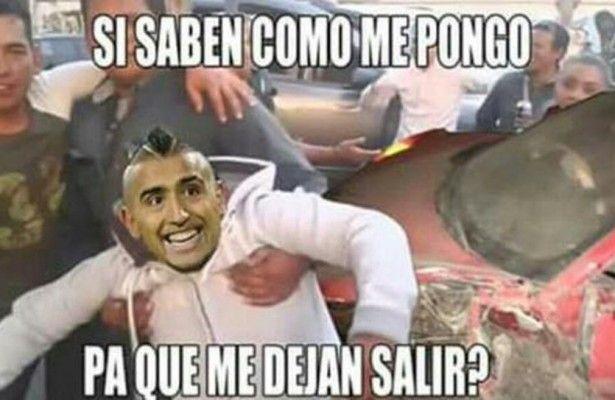 Los 'memes' del accidente de Arturo Vidal con su Ferrari -