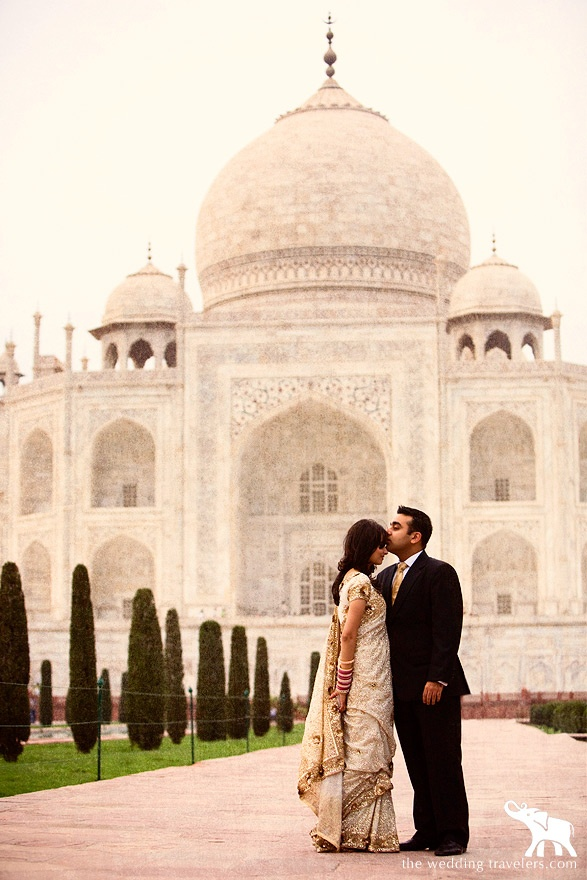 Dream photo shoot location - the Taj Mahal, India. *sigh* <3 ----- #indian #wedding #photo #idea