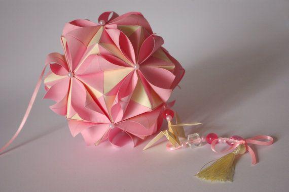 Bola de papel de origami. Kusudama en pétalos por WaveofLight