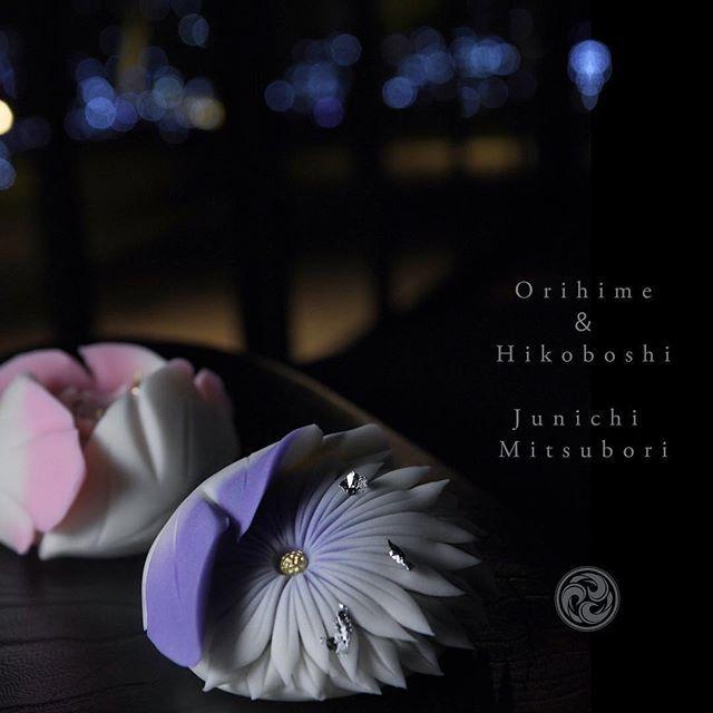 #一日一菓 #菓道 「 #織姫 & #彦星 」 #wagashi of the Day #ORIHIME & HIKOBOSHI #煉切 製 #針切り 本日は針切り菊で織姫と彦星をイメージしてみました。 先程FBにて先週の樫野倶楽部さんでのイベント活動報告をアップさせて頂きました。 本日もまた樫野倶楽部さんにてイベントがあるのですが、そちらのイベントにても本作品が展示公開されます。 #JunichiMitsubori #和菓子 #一菓流 #ART #アート #茶道 #foodstagram #七夕