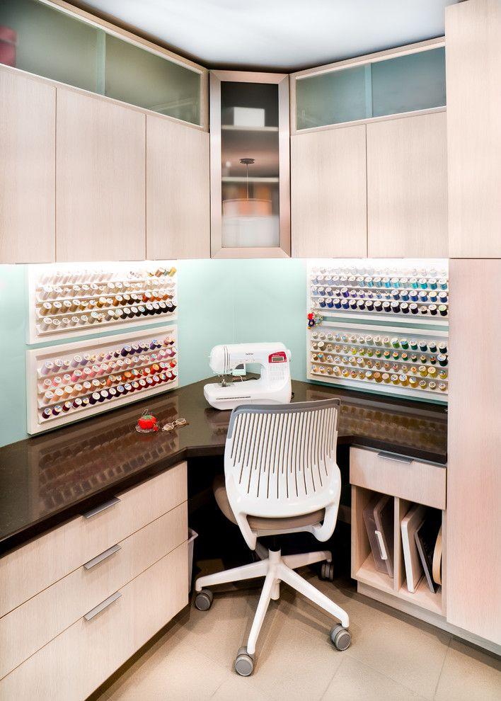 best 25 small corner desk ideas only on pinterest corner desk white corner desk and small. Black Bedroom Furniture Sets. Home Design Ideas