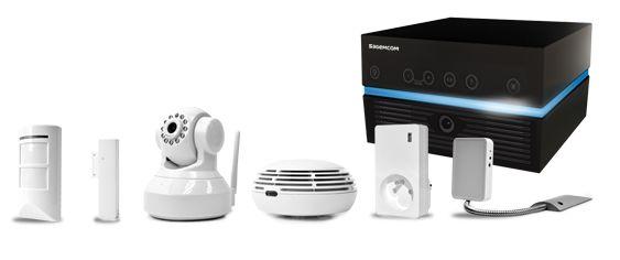 Découvrez Intwo Box, un système d'alarme sans fil et ses accessoires connectés caméras de vidéo surveillance, détecteur d'ouverture et de mouvement, détecteur d'incendie pour la sécurité des biens et des personnes.