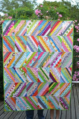 @Julie Forrest Forrest Forrest Brewer here is another way yo lat the strings out! scrappy string quilt