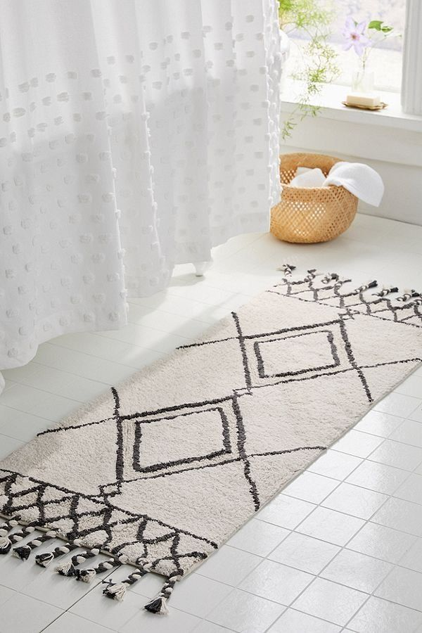 Get Decorating And Design Ideas From Photos Of Bathroom Rugs And Mats You Ll Love Bath Mat Ideas To Make Your Bathro Diy Bath Mats Bathroom Rugs Bathroom Mats