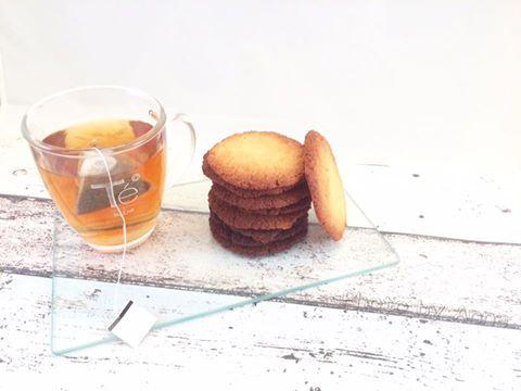 Recept: Koolhydraatarme Brosse koekjes - Al eens koolhydraatarme brosse koekjes gemaakt? Als je uit eten gaat krijg je vaak suikerrijke brosse koekjes bij een dessert met ijs. Brosse koekjes hebben een hele fijne en kruimelige structuur. Nu heeft Anne koolhydraatarme brosse koekjes gemaakt! En ze zijn werkelijk om van te smullen. Bovendien zijn ze ook nog suikervrij! Heerlijk bij een […]