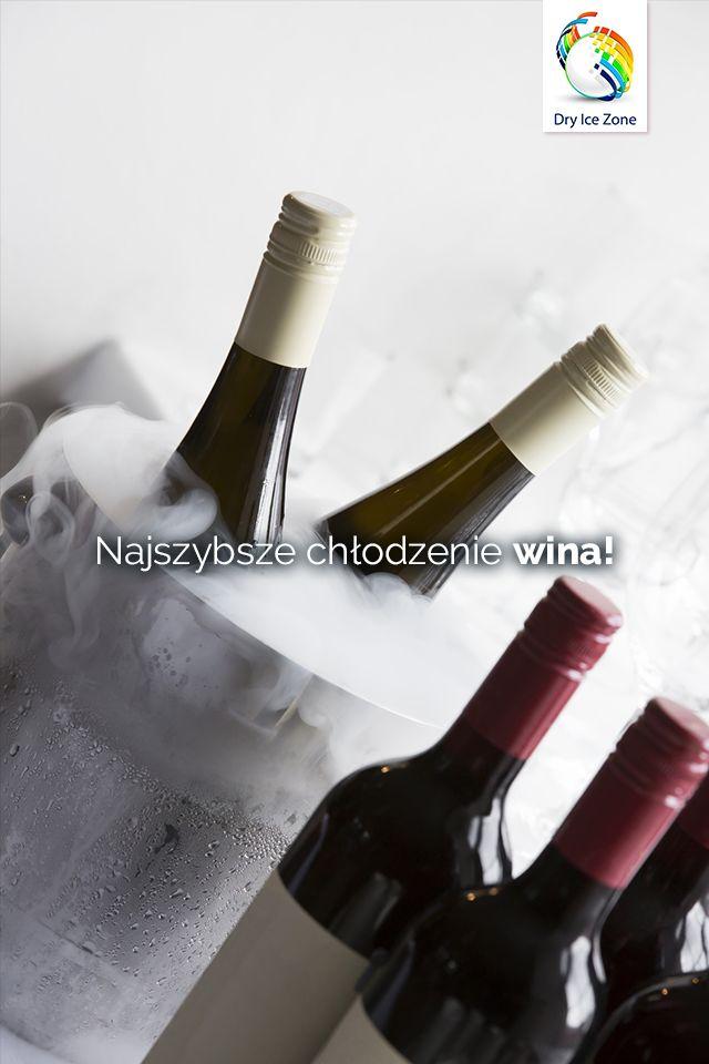 Dobrze schłodzone wino lub szampan przyda się na każdą domową imprezę. Mogą to być urodziny lub imieniny a suchy lód parujący z pojemnika do chłodzenia wina nada jeszcze tej imprezie uroku.  Zestaw suchego lodu możesz nabyć również poprzez aplikację Facebook => https://www.facebook.com/commerce/products/1399953660046518/?rid=420625448001995&rt=6