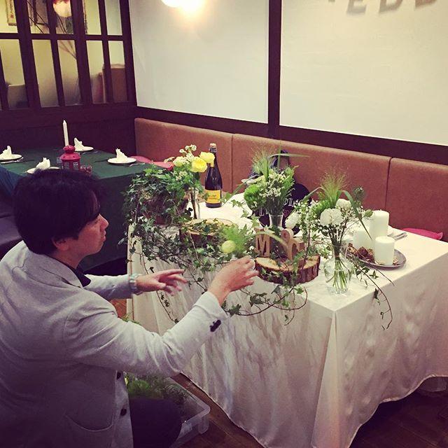 #エガオノダイニング  ウエディングver.の撮影を行いました! @gioia_wedding 様のご協力によりサイコーの写真が集まりました! 完成をお楽しみに*\(^o^)/* #wedding #flower #gioia #ワイン #初夏 #夏野菜 #肉 #歓迎会 #送別会 #二次会 #ウエディング #貸切パーティ #パーティ #ビール #ハニートースト #梅田 #お初天神 #ダイニング #バル #piano #smile #smile #smile