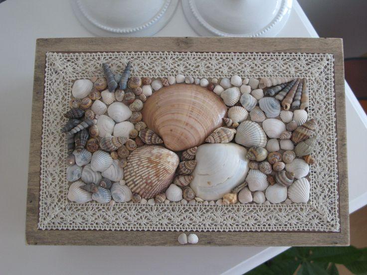 Google Afbeeldingen resultaat voor http://www.deviantart.com/download/269802145/box_with_shells_schelpendoos_by_myellabell-d4gmso1.jpg