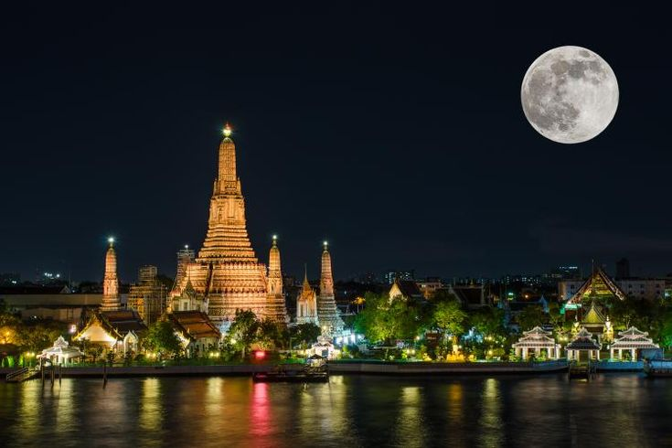 Wat arun in night with super full moon