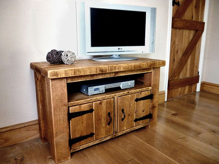 Like the barn style hinges and large posts.  Used a bit of this in the design of my T.V entertainment centre.