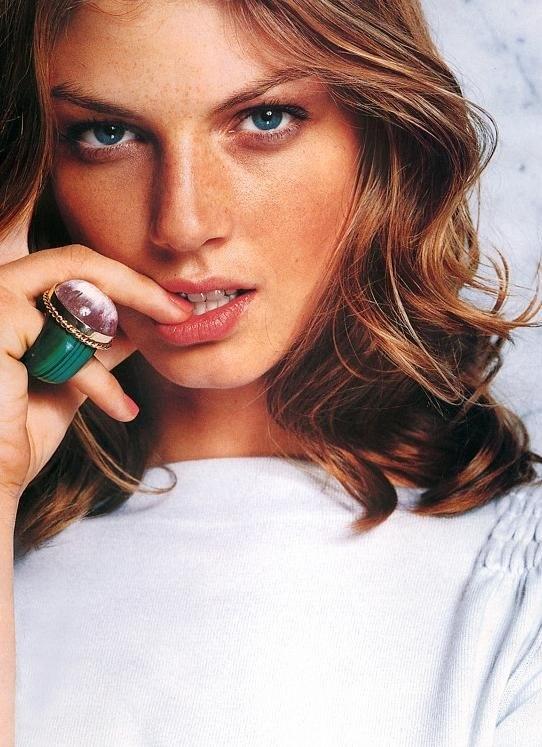 Pretty, simple hair. Angela Lindvall