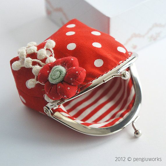 Handmade // Coin Purse // Lovely flower // Red // by pengiuworks