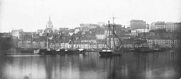 Stockholm, 1881. Vy från Skeppsbron mot Södermalm.