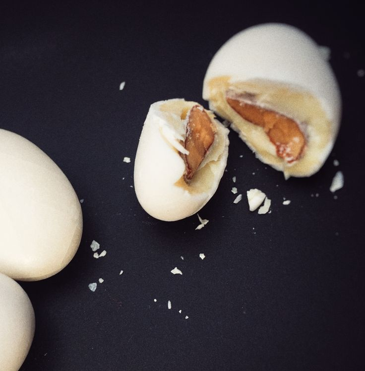Sumptuous Tenerelli Almonds from Pelino.  http://thepopupdeli.co.uk/product-category/confectionery/
