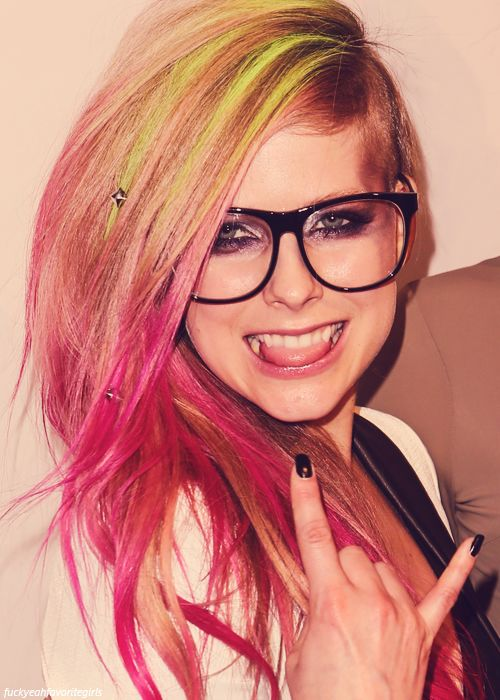 avril lavigne is rocking the pink hair highlights with her very adorable nerdy glasses