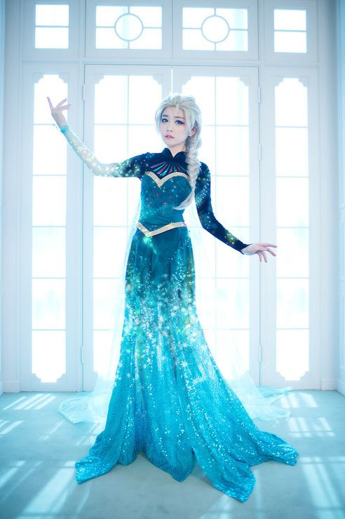 elsa cosplay- when her dress is turning to ice- incredible!