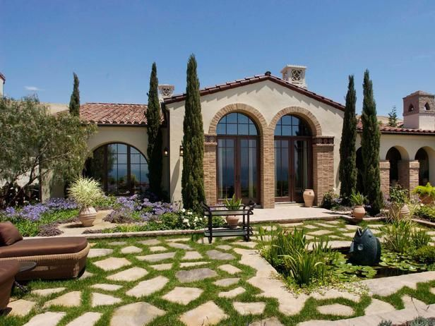 More modern use of italian cypress tuscan courtyards for Italian garden design
