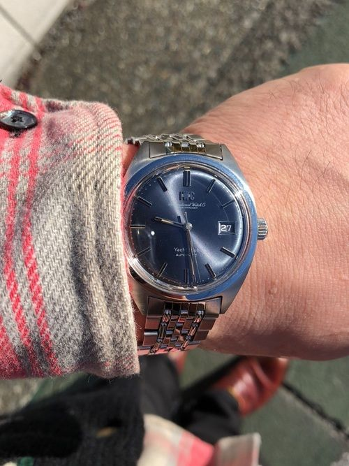 今年で50歳になる腕時計。 学芸大学の古着屋さんで買ったネルシャツ。 白楽の古着屋さんで買ったダウン