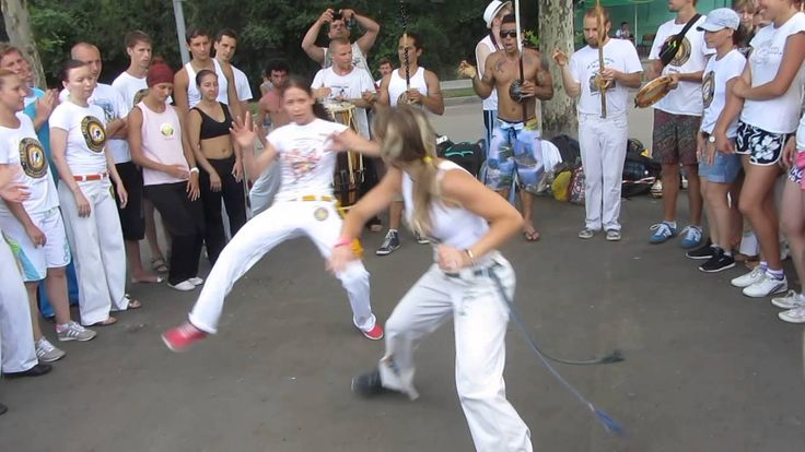 Capoeira Joga so Meninas. As mulheres ucranianas Capoeira na Ucrânia.