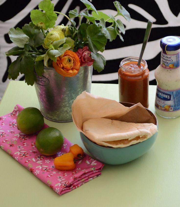 Karibiska fiskburgare från Moma's Kitchen, recept hittar du på Bloggreceptboken.se