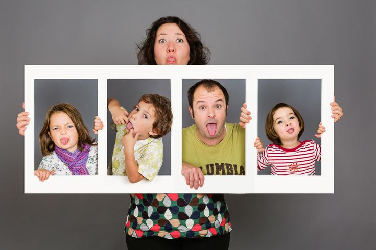 photo-famille-studio-encadree-2.jpg 1600×1066 pixels