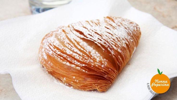 Mentre sono in cucina che provo a riprodurre la ricetta della sfogliatella napoletana mi trovo a pensare alla suora che nel 1700, per caso, la inventò.