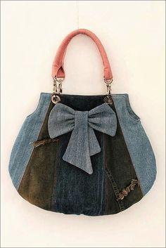DIY para hacer este bonito bolso reciclando pantalones vaqueros. Bolso para la playaDIY para hacer un bolso PatchworkComo hacer un bolso en el arte del origamiComo hacer un bolso camisetaDIY para hacer un Bolso estilo marineroDIY Bolso plateado de flecosBolso de tela estilo Patchwork DIYDIY para hacer un bolso con rosa acolchadoDIY bolso …
