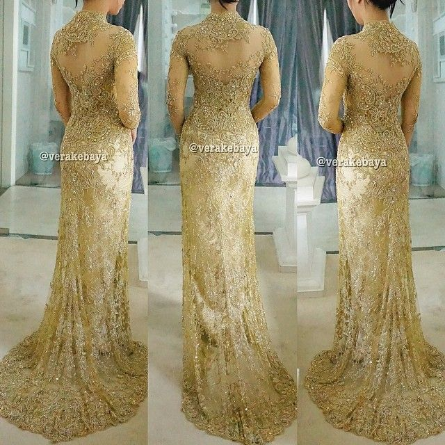 Fitting ...  #kebaya #pengantin #resepsi #weddingdress #bride #fashionwedding #wedding #weddinginspiration #lace #swarovskicrystals #beads #verakebaya ❤️❤️❤️