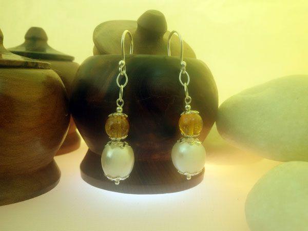 Pendientes artesanales de plata, perlas y cuarzo cetrino.