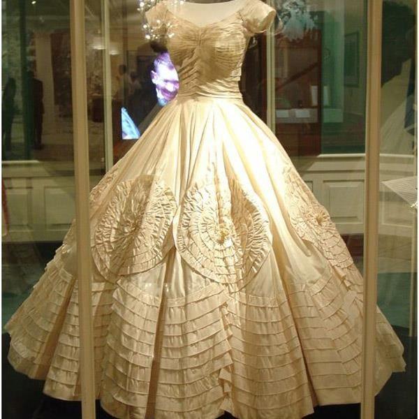 Может ли невеста сшить сама подвенечное платье