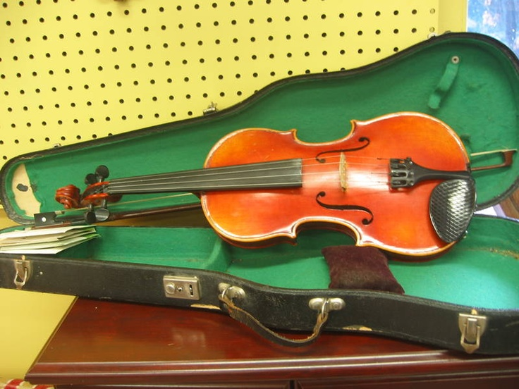 The current ReUstore auction includes a lovely reproduction Antonius Stradivarius faciebat Cremona 1713 violin. Has case, bow and extra strings included.  Visit The ReUstore Saturday, March 24th, 2012 at 12pm when bidding goes live and the auction closes.  For more information visit www.ccs4u.org or call 905-857-7824