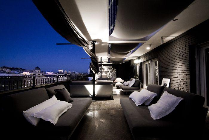 Terraza Ágora de noche