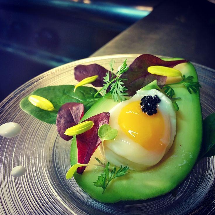 """""""Eggin'A."""" Poached egg in Avocado Uovo in camicia nell'avocado Chef Silvia Daddi"""