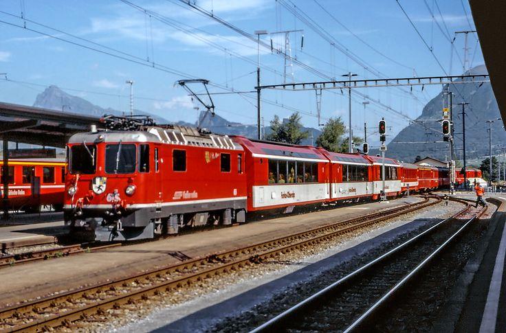 "Maurizio Messa | RhB Ge4/4'' 615 | RhB Ge4/4'' 615 ""Klosters"" in arrivo a Landquart il 20 luglio 2002  RhB Ge4/4'' 615 ""Klosters"" at Landquart. July 20th, 2002"