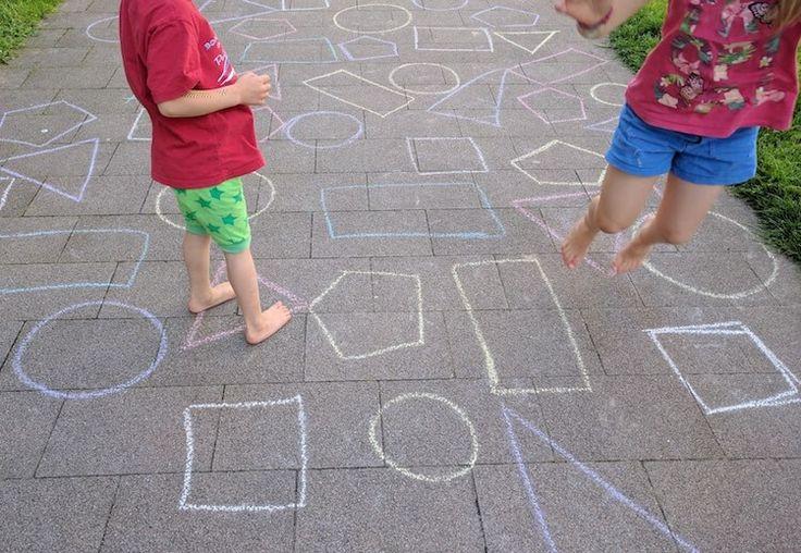La geometría también se puede aprender al aire libre, saltando y pasándolo bien. ¿Te animas a descubrirlo? http://blgs.co/pjBJB4