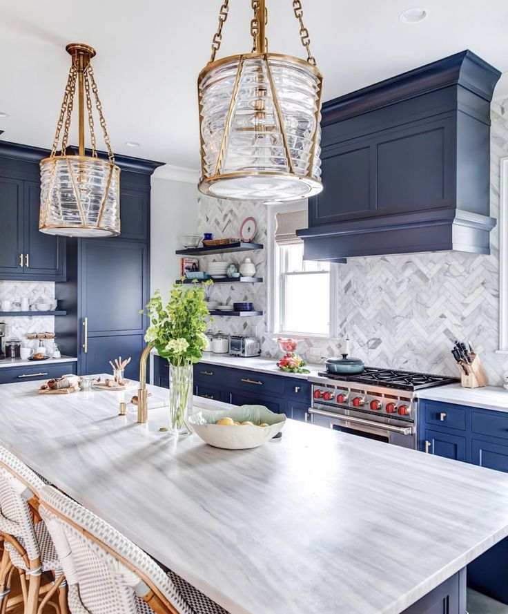 Love the blue cabinets.