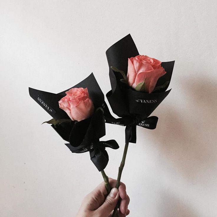 . Lesson Order Katalk ID vaness52 E-mail vanessflower@naver.com . #vanessflower #vaness #flower #florist #flowershop #handtied #flowergram #flowerlesson #flowerclass #바네스 #플라워 #바네스플라워 #플라워카페 #플로리스트 #꽃다발 #부케 #원데이클래스 #플로리스트학원 #화훼장식기능사 #플라워레슨 #플라워아카데미 #꽃수업 #꽃주문 #부케 #花 #花艺师 #花卉研究者 #花店 #花艺 . . #미니다발 . . 색감이 선명해서 예쁜 피치밸리