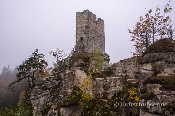 Die Burgruine Weissenstein im Steinwald - Bergfried auf Granitfels. #Fichtelgebirge #FränkischerGebirgsweg