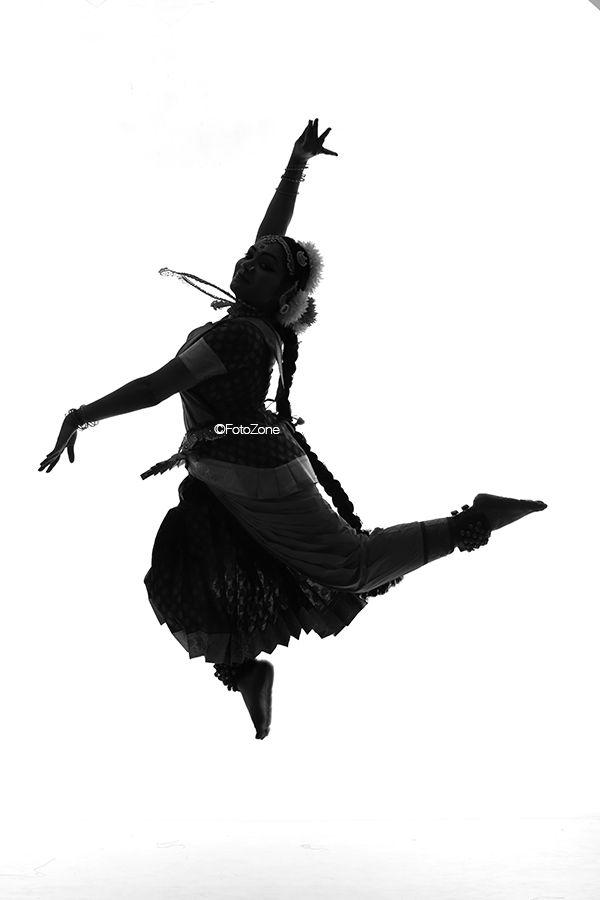 Why Monochromes Are Best For Bharatanatyam Photography Bharatanatyam Dance Photography Dance Poses