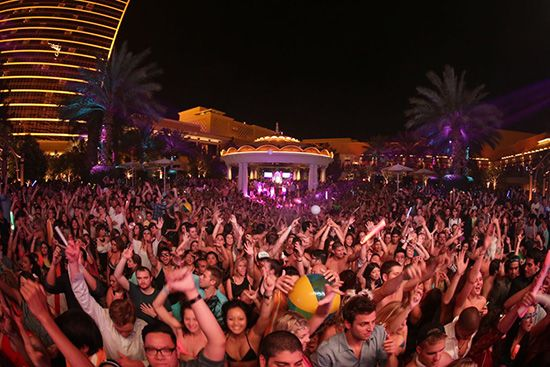 #naludamagazine #fashion #lifestyle #entertainment #usa #naludamagazine.com Record-breaking crowds take in Avicii set at XS Las Vegas last night  #Avicii #David Guetta #Jesse Waits #Las Vegas #MDW #vegas #wynn #XS
