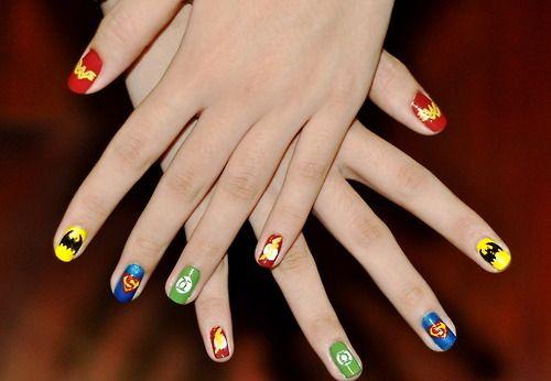 Ahh! Wonder Woman, Batman, Superman, Green Lantern, and Flash nails :D