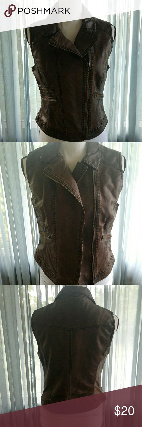 "Body central faux leather moto vest Women's like new brown/black acid wash looking body central moto vest size Medium. 2 front zipper pockets on right side, one zip pocket on left. Measurements SS 14"" Chest 18"" length 21"". Beautiful vest! Thanks for looking! Bundle to save! Body Central Tops"