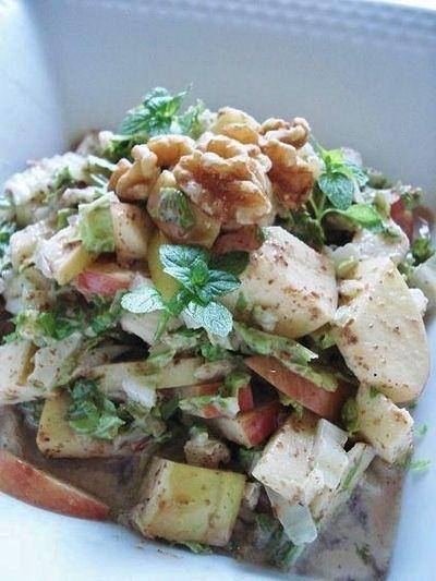 白菜とりんごのサラダ胡麻ダレ風味