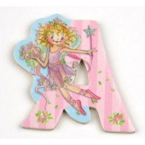 Αυτοκόλλητο γράμμα Lillifee Α Αυτοκόλλητα γράμματα για παιδικό δωμάτιο. Χαρούμενα και πολύχρωμα γράμματα με την νεράιδα Lillifee για μία ξεχωριστή νότα διακόσμησης στο δωμάτιο του παιδιού! Κολλήστε τα στην πόρτα του παιδικού δωματίου, βάλτε τα σε φελλοπίνακα για ένα ξεχωριστό μήνυμα, μάθετε την αλφάβητο. Είναι γράμματα του λατινικού αλφάβητου τα οποία μπορούν να κολληθούν σε όλες τις επιφάνειες καθώς η πίσω τους όψη είναι αυτοκόλλητη. Κατασκευασμένα από χοντρό πεπιεσμένο χαρτόνι…